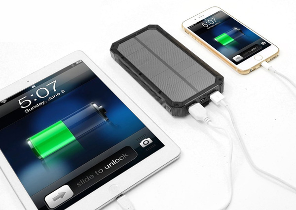 Portable-Outdoor-Solar-Power-Bank-with-Mini-Lamps